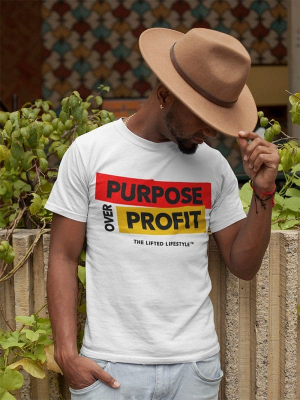t shirt mockup of a man wearing a felt western hat
